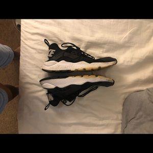 Nike Shoes - Black air huarache